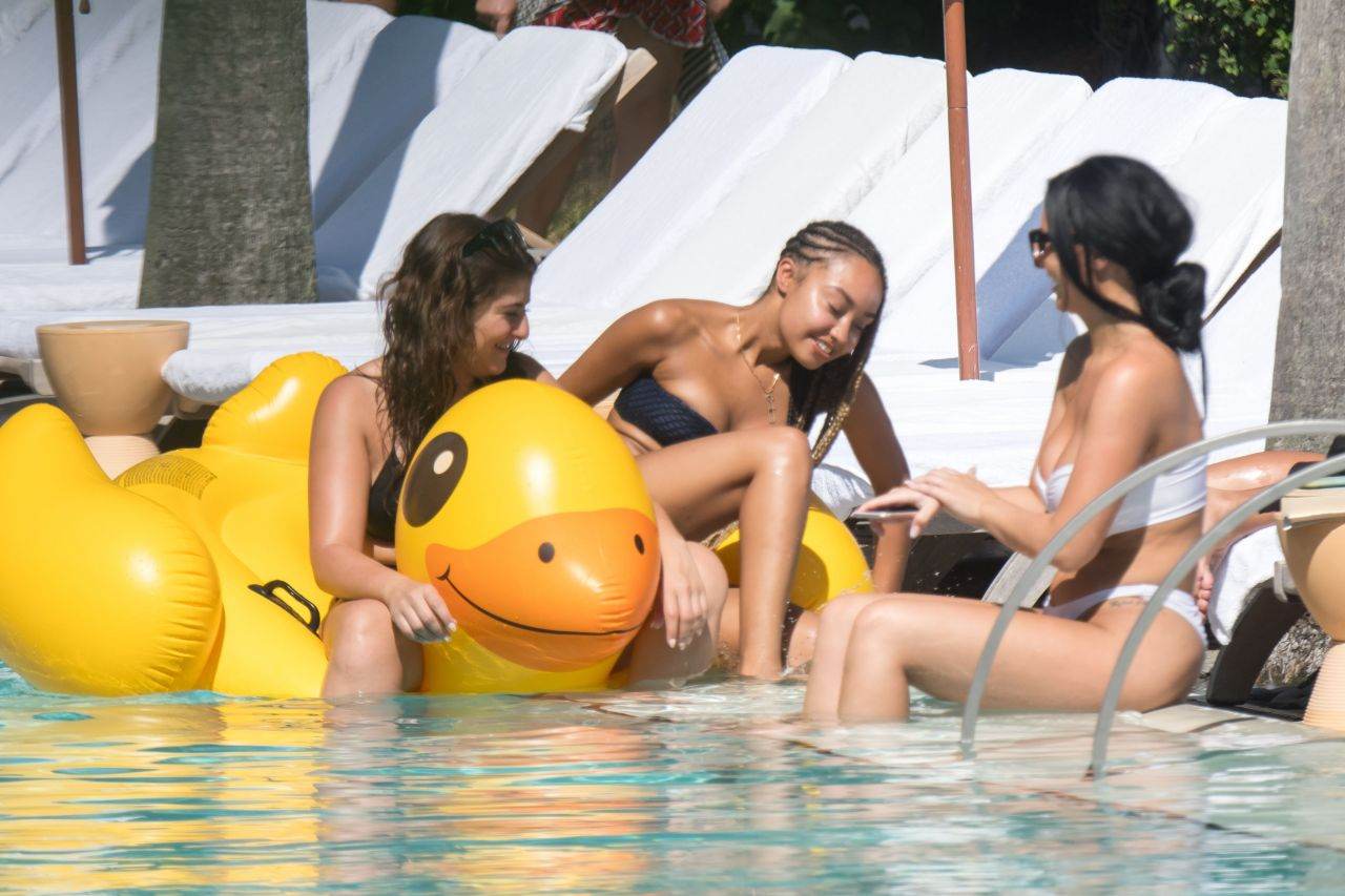 Leigh-Anne Pinnock - Enjoying Miami Beach With a Her Galpals 09/05/2017