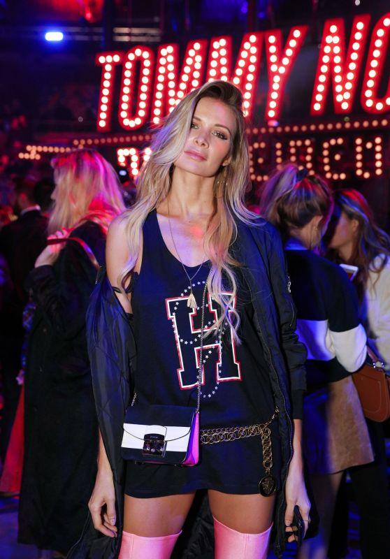 Leonora Jiménez – Tommy Hilfiger Fashion Show in London 09/19/2017