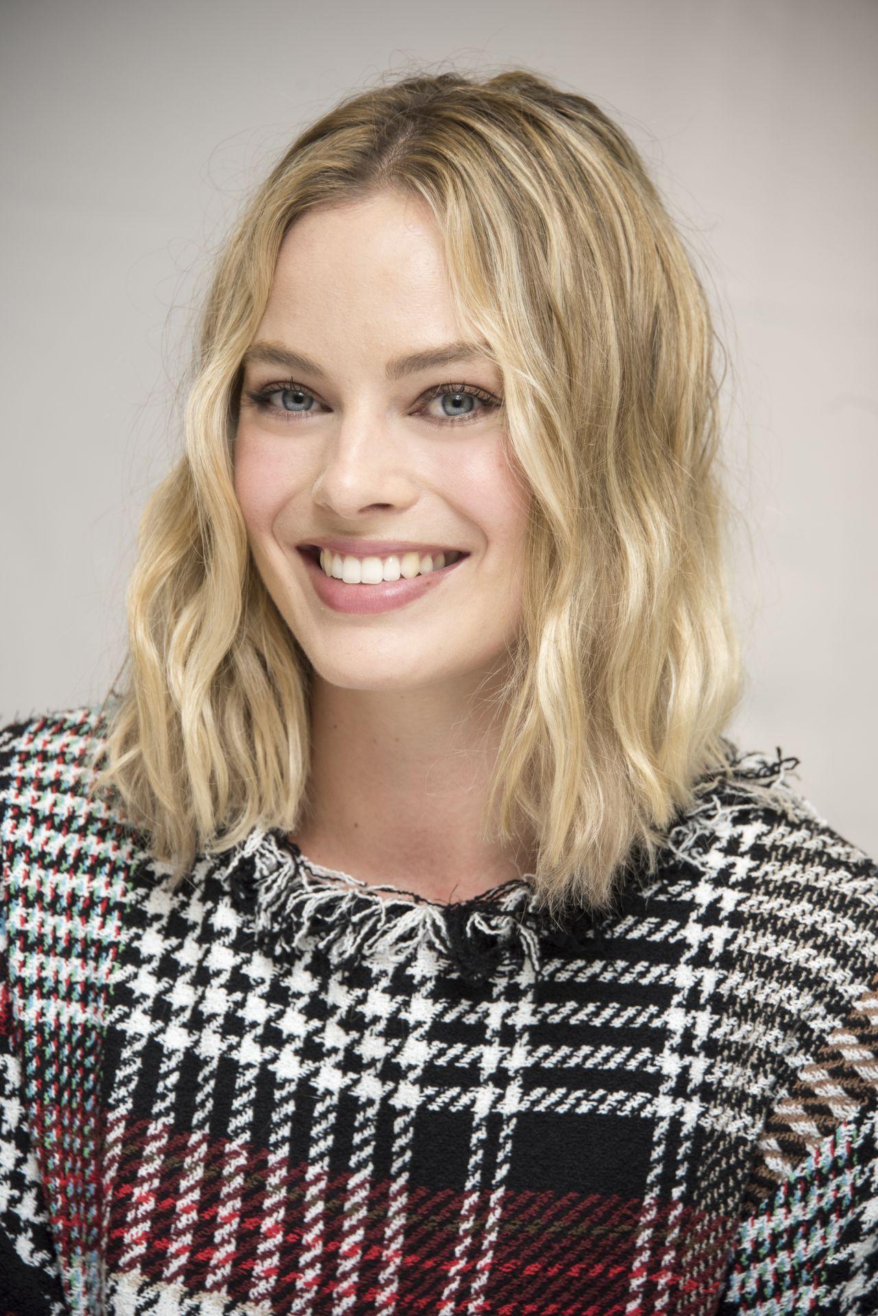 Margot robbie deadline portrait studio at tiff 2019 - 2019 year