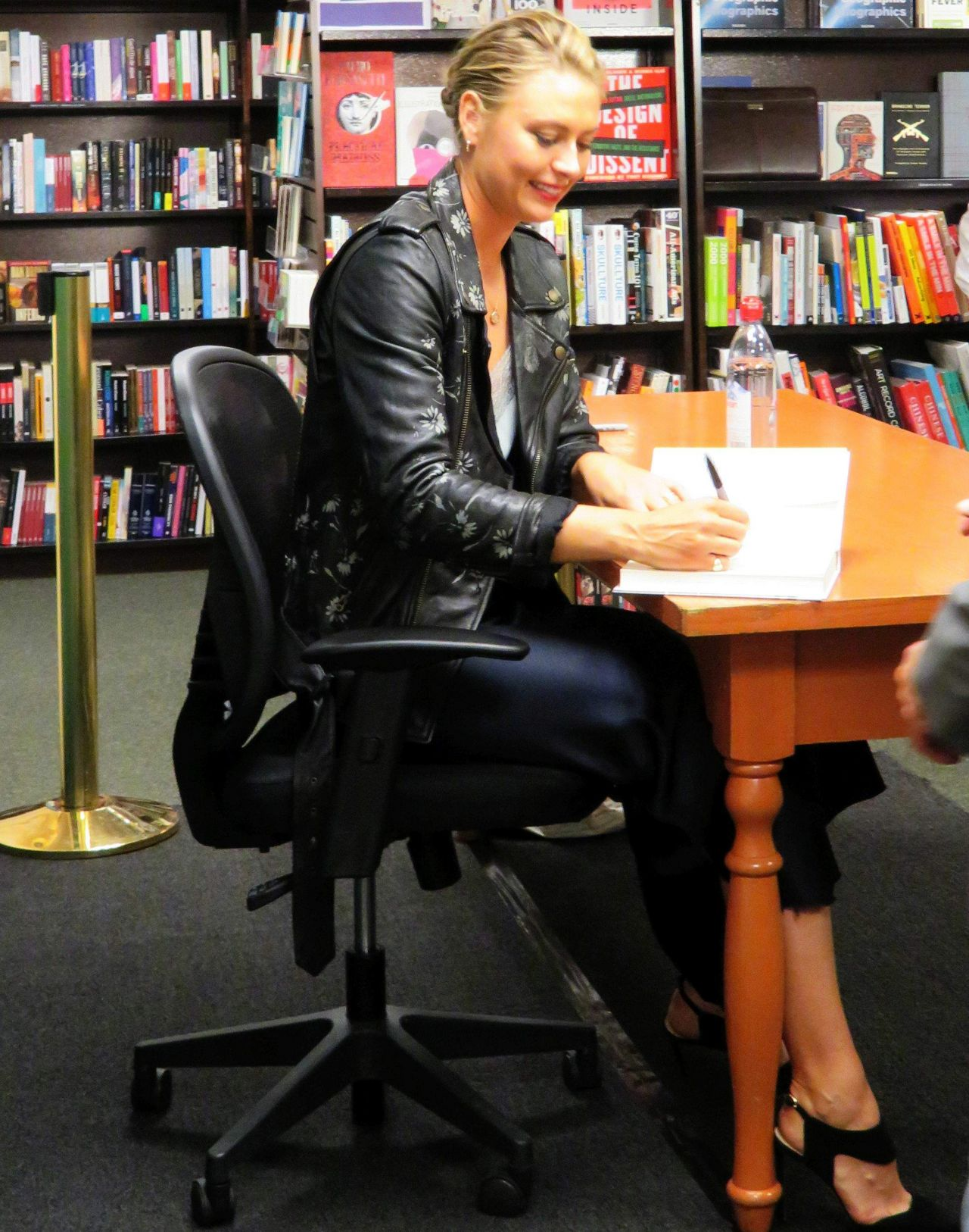 Maria Sharapova - Signing Her Book at Barnes & Noble in NYC