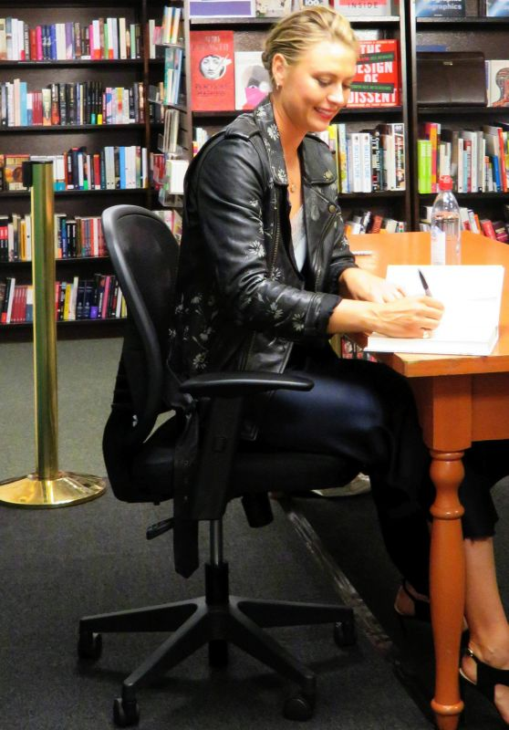 Maria Sharapova - Signing Her Book at Barnes & Noble in NYC 09/12/2017
