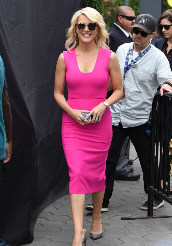 "Megyn Kelly at ""Extra"" TV Show in Los Angeles 09/19/2017"