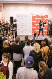 Melanie C - Performs at World Childrens Day in Berlin, Germany 09/19/2017