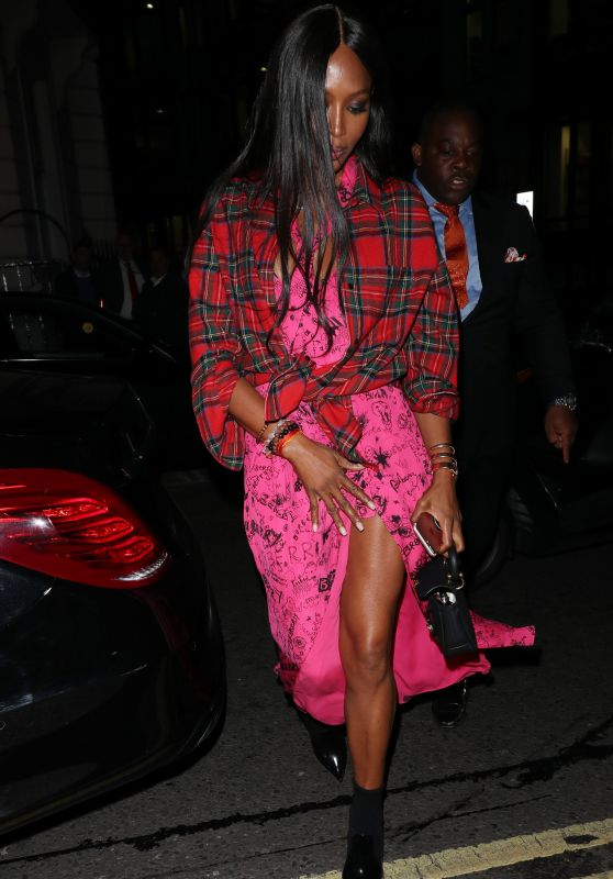Naomi Campbell – Burberry Show in London 09/16/2017