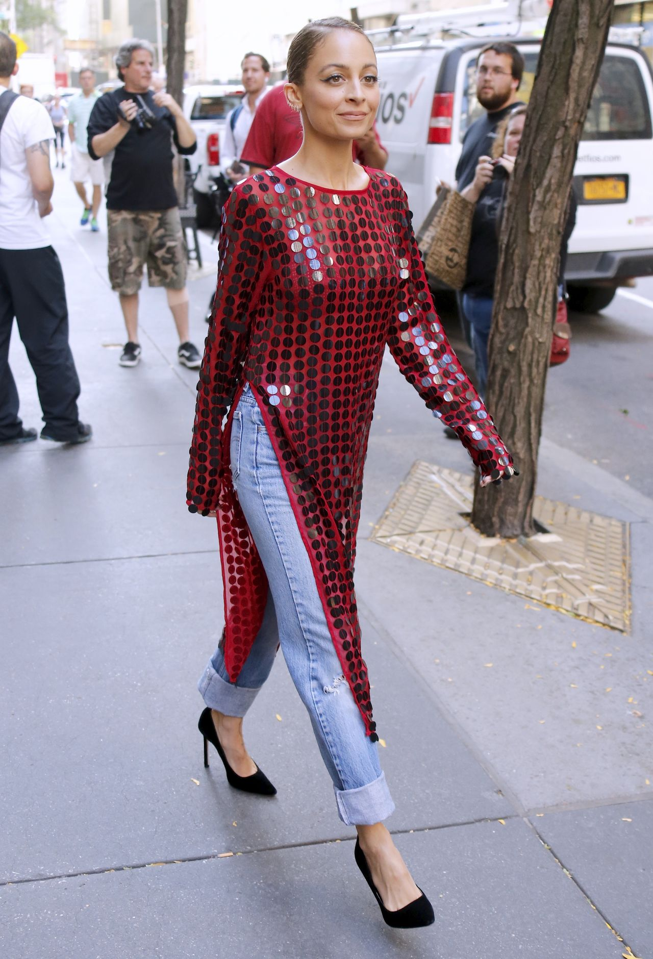 Nicole richie leaves today tv show in new york