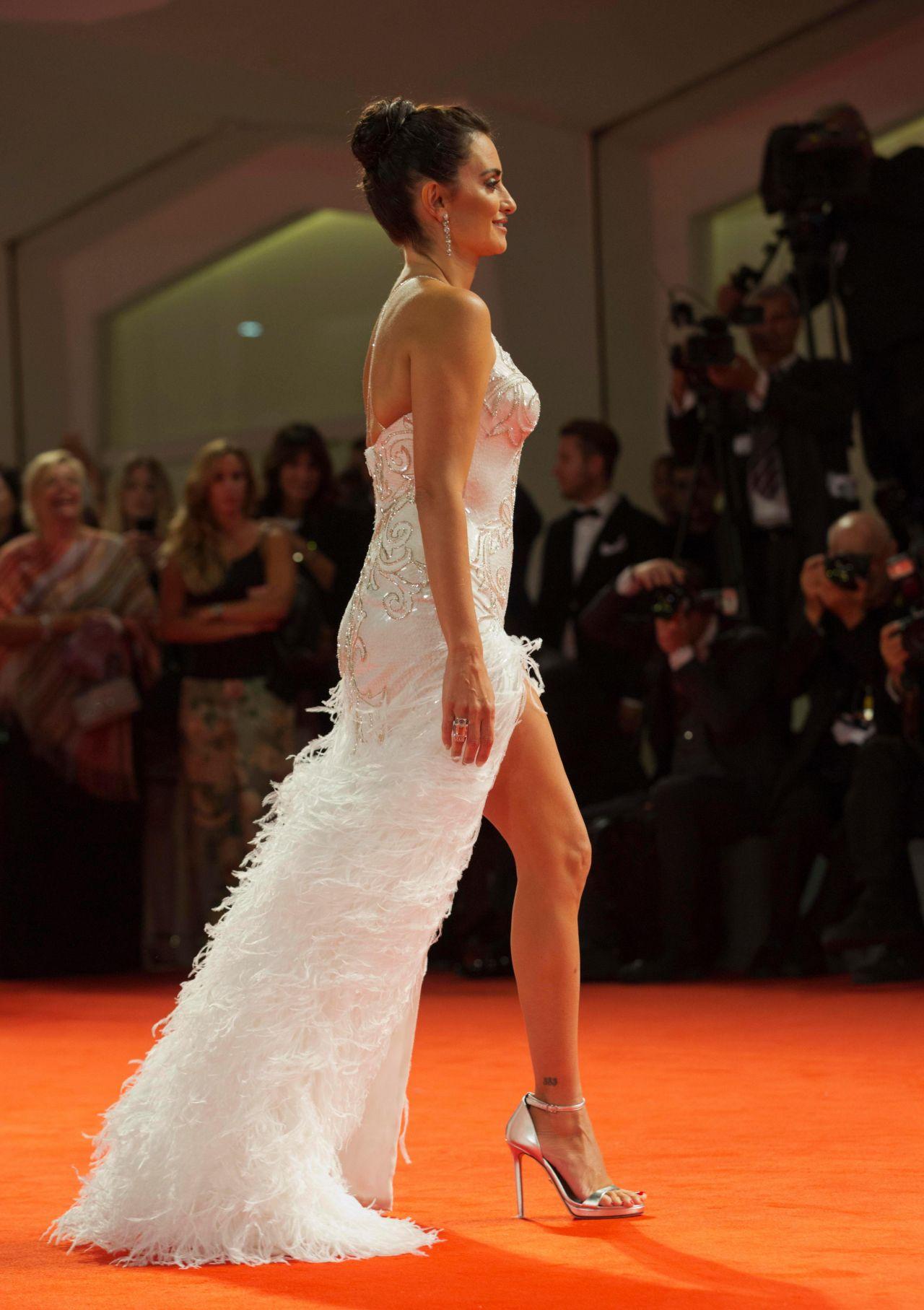 Penelope Cruz Quot Loving Pablo Quot Screening At The Venice