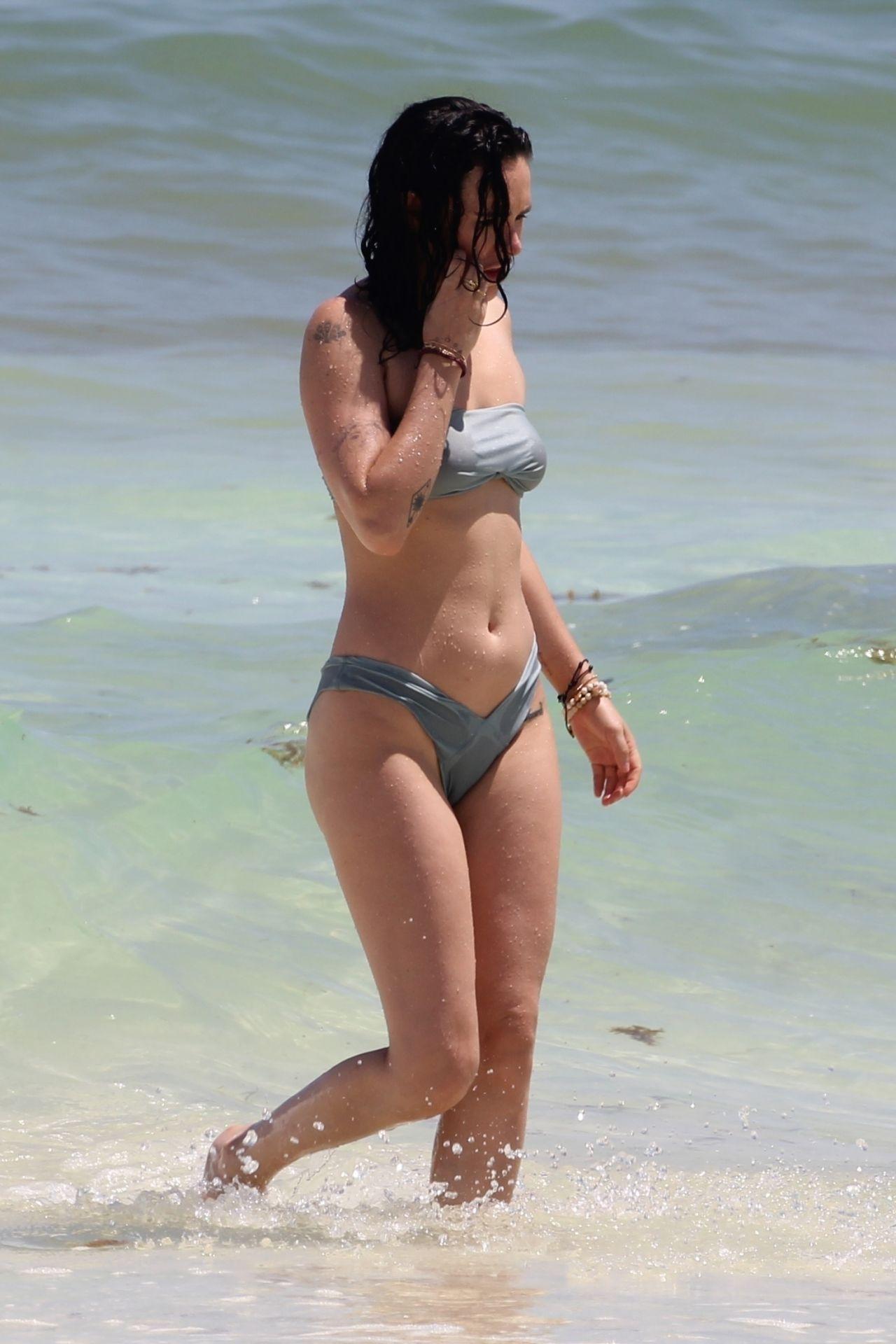 Rumer Willis in Bikini - Beach in Cancun 09/06/2017