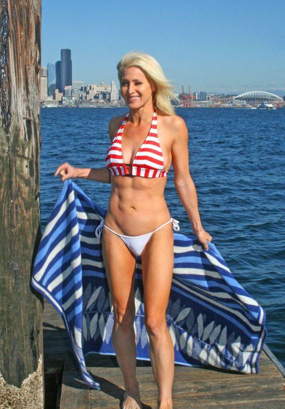 Sara Barrett in Bikini at Alki Beach in Seattle 09/26/2017
