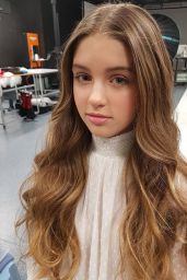 Savannah Clarke - Social Media Pics, September 2017