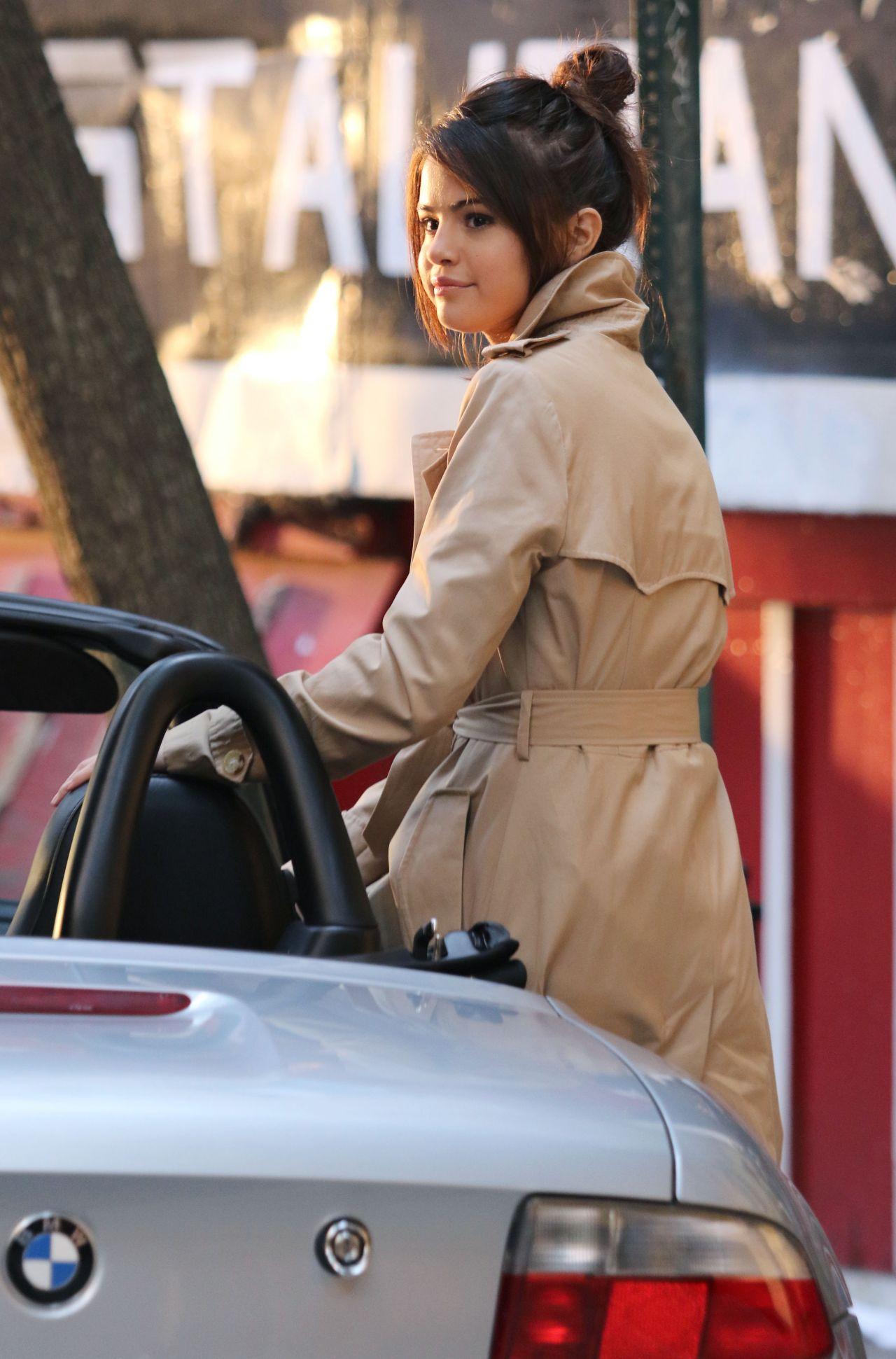 Selena Gomez On The Set Of Woody Allen Movie In Nyc 09