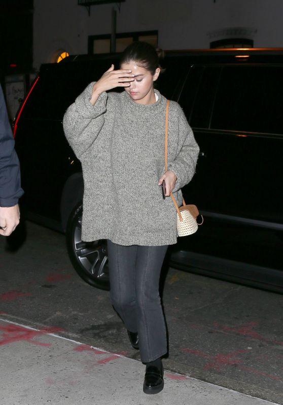 Selena Gomez - Returning to Her Apartment After Visiting Taylor Swift in NYC 09/10/2017