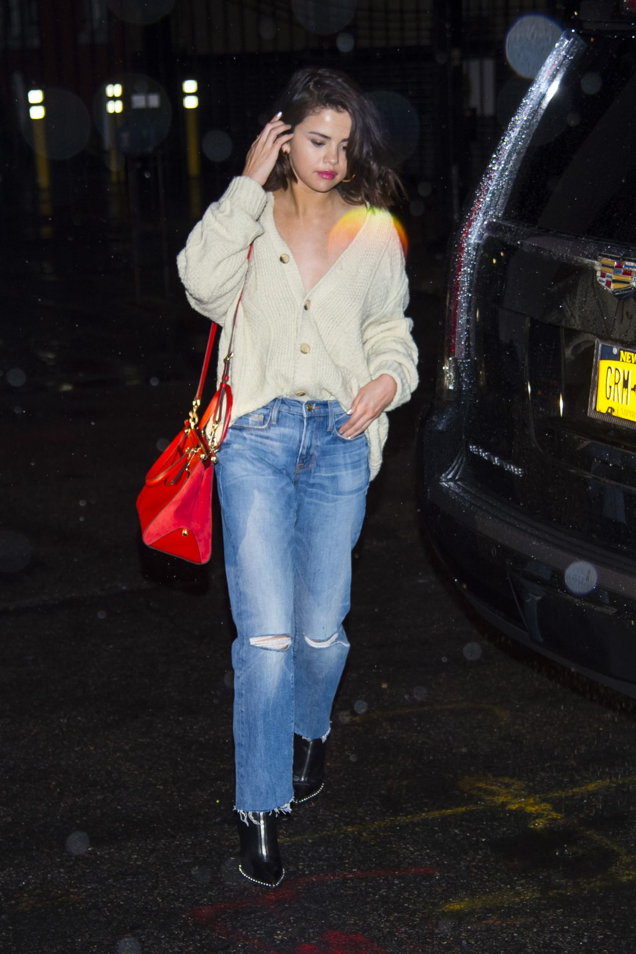 Selena Gomez - Shopping for a Puppy at Citipups in NYC 09/02
