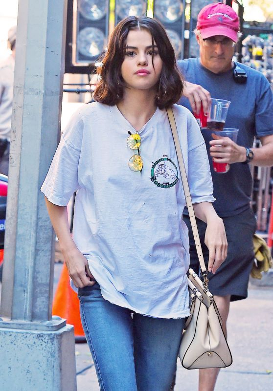 Selena Gomez - Woody Allen Film Set in NYC 09/22/2017