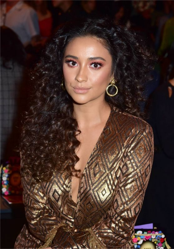 Shay Mitchell – Anna Sui Fashion Show in New York 09/11/2017