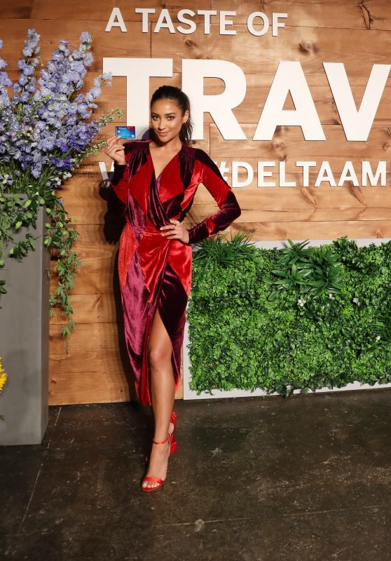 Shay Mitchell - Blue Delta SkyMiles Credit Card from American Express Taste of Travel Event in NYC 09/06/2017
