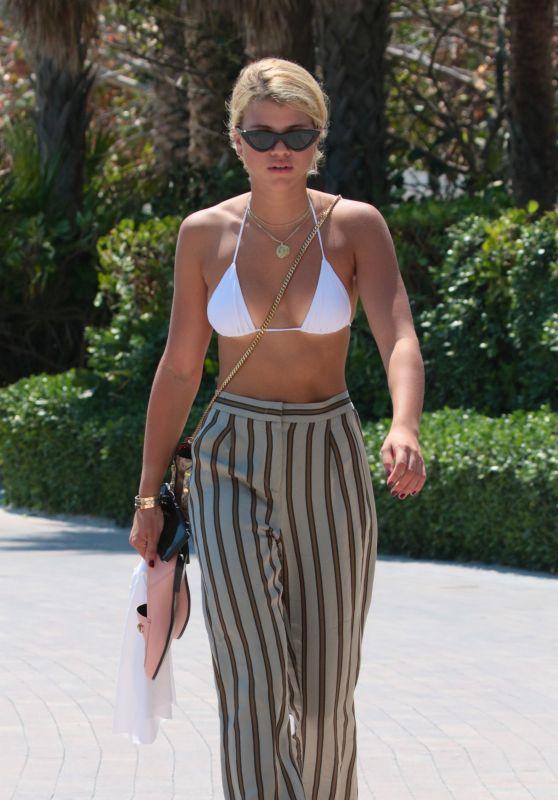 Sofia Richie - Enjoys a Sun in Miami Beach 09/21/2017