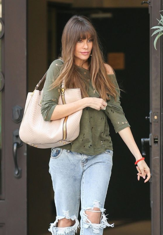 Sofia Vergara in Ripped Jeans - Beverly Hills 09/07/2017