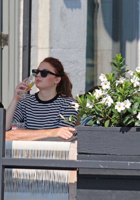 Sophie Turner - Has Brunch With Her Parents in Montreal 09/24/2017