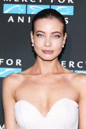 Stephanie Corneliussen – Mercy For Animals Annual Hidden Heroes Gala in Los Angeles 09/23/2017