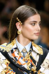 Taylor Hill – Versace Show in Milan 09/22/2017