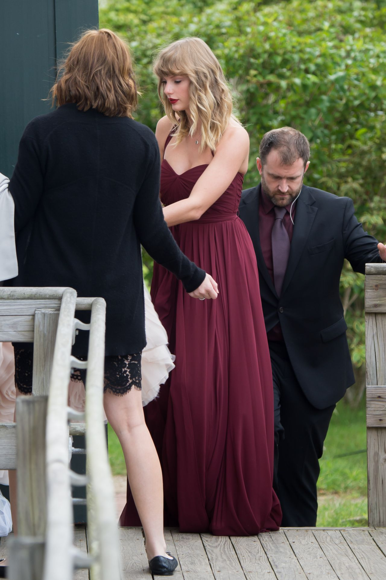 Taylor Swift As a Bridesmaid at Her BFF Abigail's Wedding ...