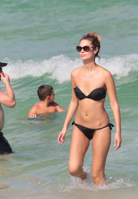 Yana Dubnik in a Black Bikini at the Beach in Miami Beach 09/18/2017