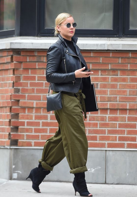 Abbie Cornish Casual Style - Out in NYC 10/06/2017