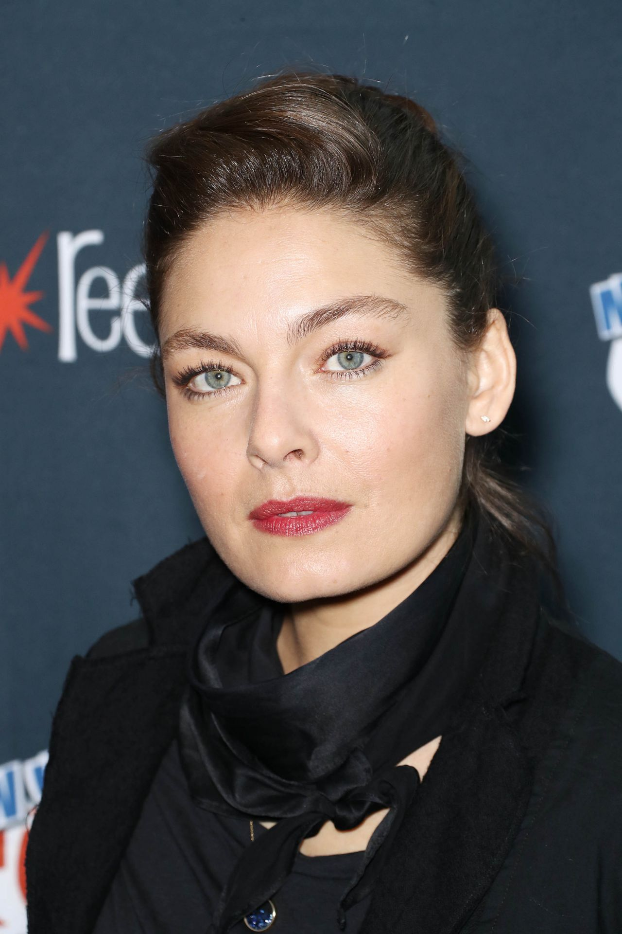 Alexa Davalos Quot Electric Dreams Quot Photocall At Nycc 10 06 2017