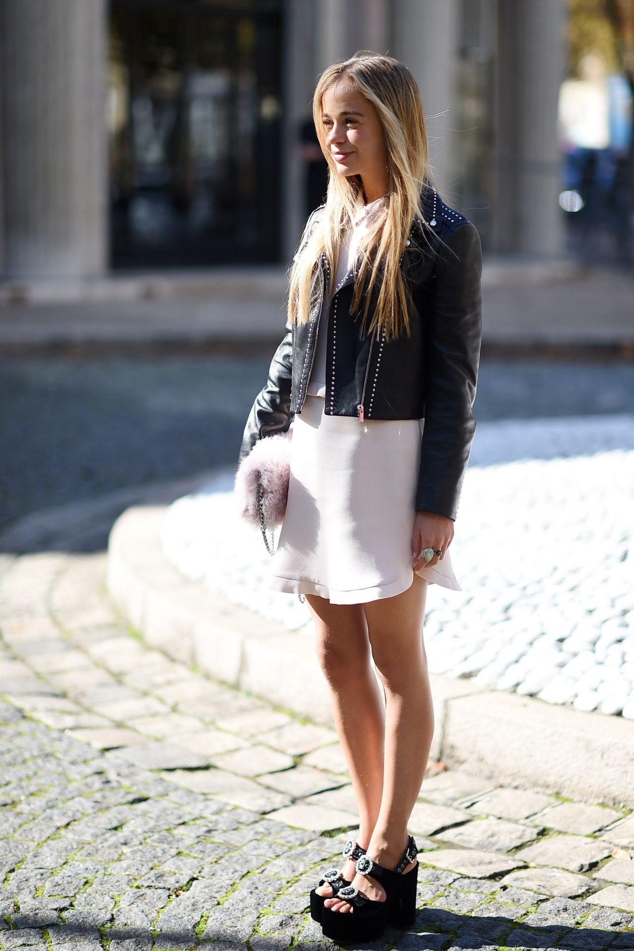 Amelia Windsor Ndash Miu Fashion Show In Paris 10 03 2017