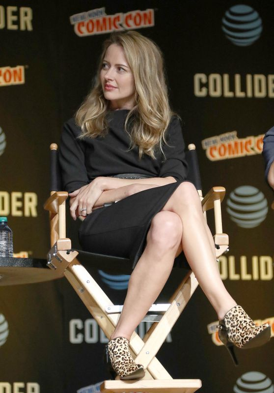 """Amy Acker – """"The Gifted"""" Cast Appearance at NYCC in NYC 10/08/2017"""