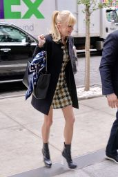Anna Faris - Outside the Build Studios in NYC 10/23/2017