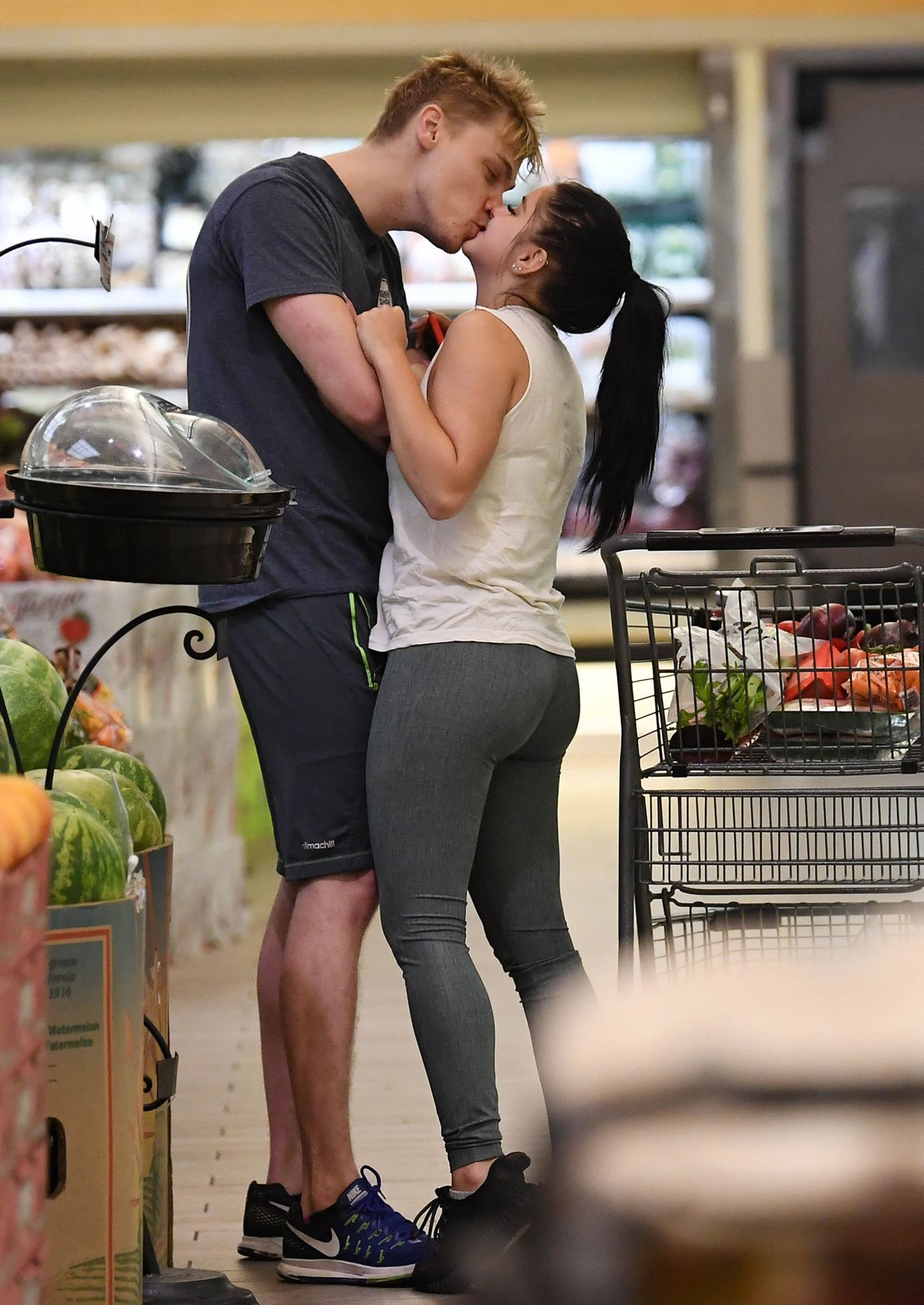 Ariel Winter - Shopping for Groceries in Studio City 10/11/2017