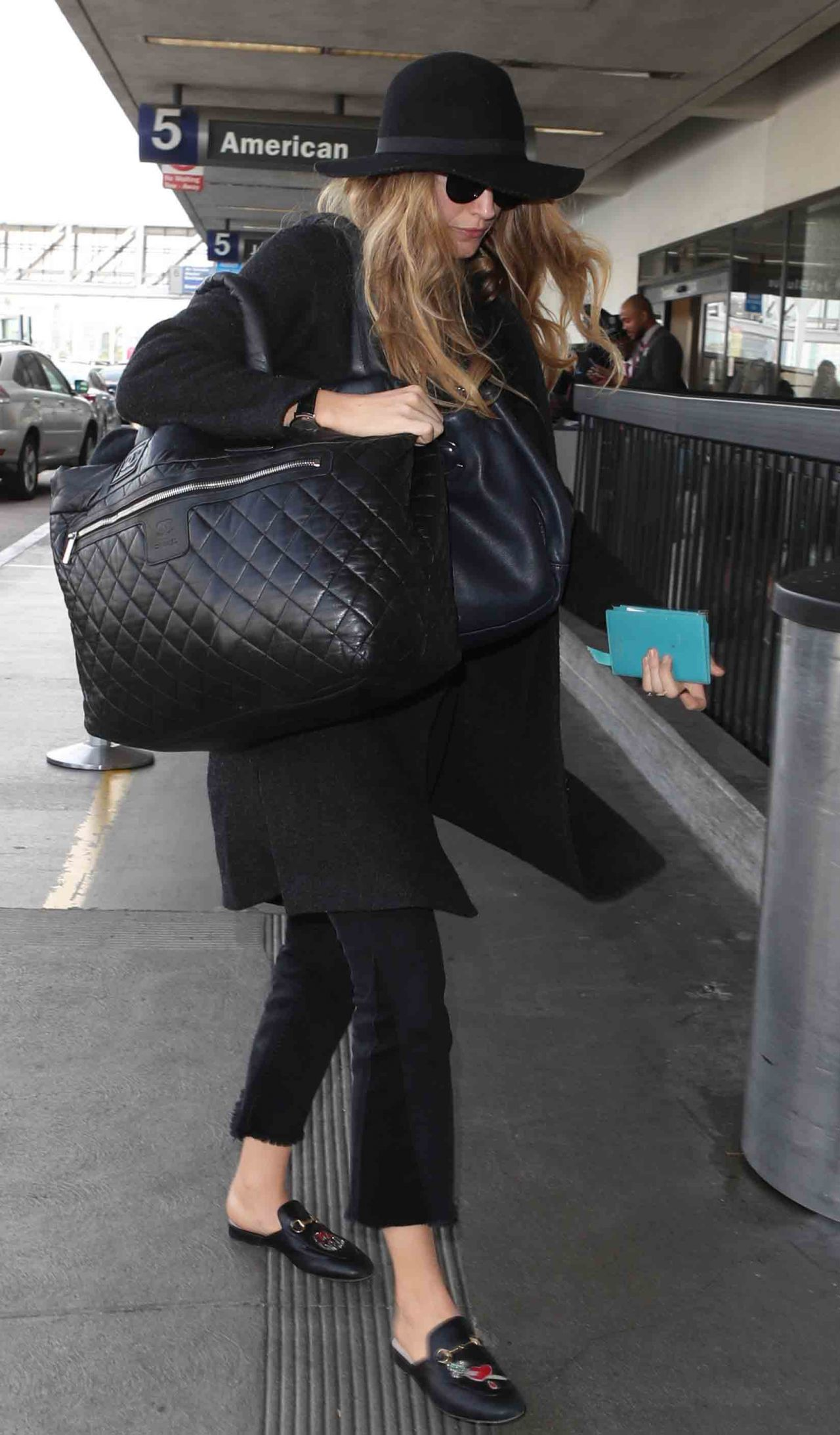 Blake Lively in Comfy Travel Outfit at LAX Airport in LA 10/11/2017