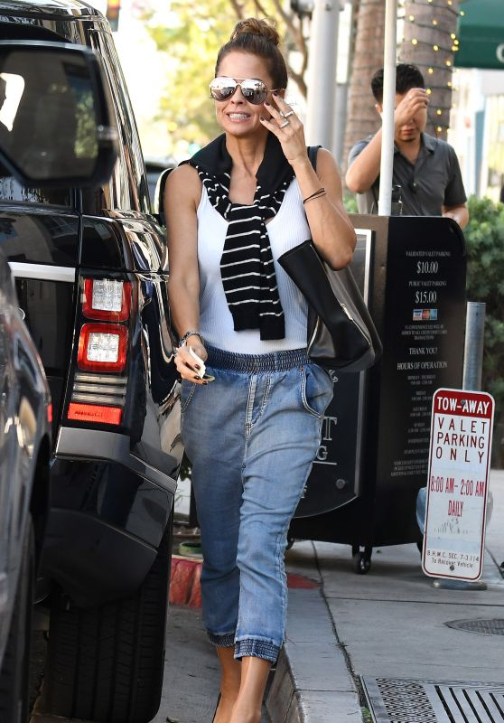 Brooke Burke Casual Style - Cafe Gratitude in Beverly Hills 10/05/2017