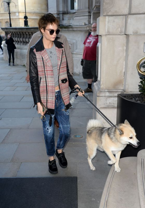 Cara Delevingne Chic Street Style - Arrives at Her Hotel in London 10/05/2017