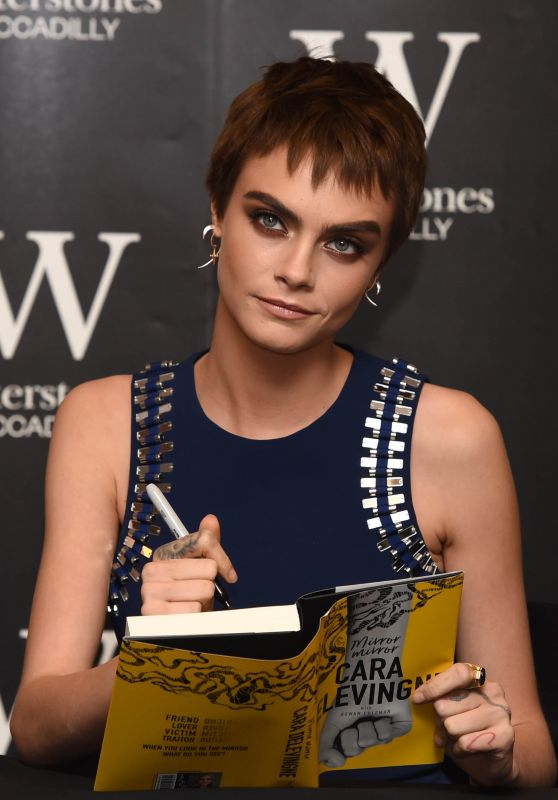 "Cara Delevingne - Signing of Her Novel ""Mirror, Mirror"" in London 10/04/2017"