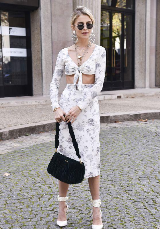 Caroline Daur – Miu Miu Fashion Show in Paris 10/03/2017