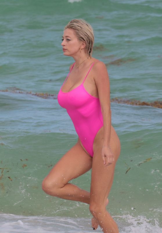 Caroline Vreeland in a Pink Swimsuit at the Beach in Miami Beach 10/09/2017