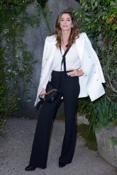 Cindy Crawford – Chanel Fashion Show, PFW in Paris 10/03/2017