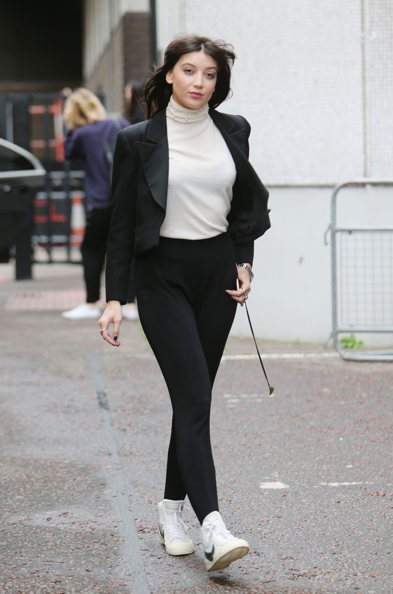 Daisy Lowe Showing Off Her Style - London 10/10/2017