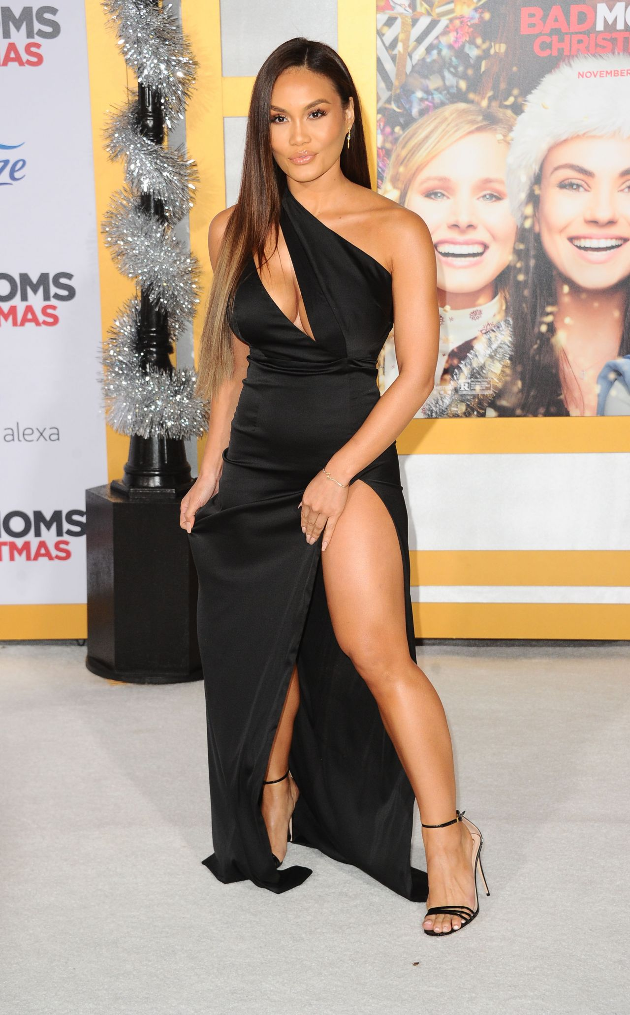 Daphne Joy  A Bad Moms Christmas Premiere In Westwood-2351