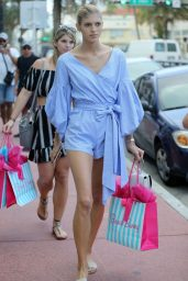 Devon Windsor – Shopping at the Beach Bunny Store in Miami Beach 10/20/2017