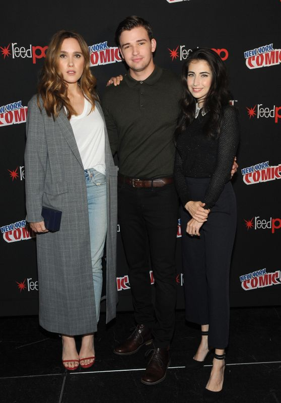 "Eden Broli and Dilan Gwyn - ""Beyond"" TV Show Photocall at NYCC 10/07/2017"