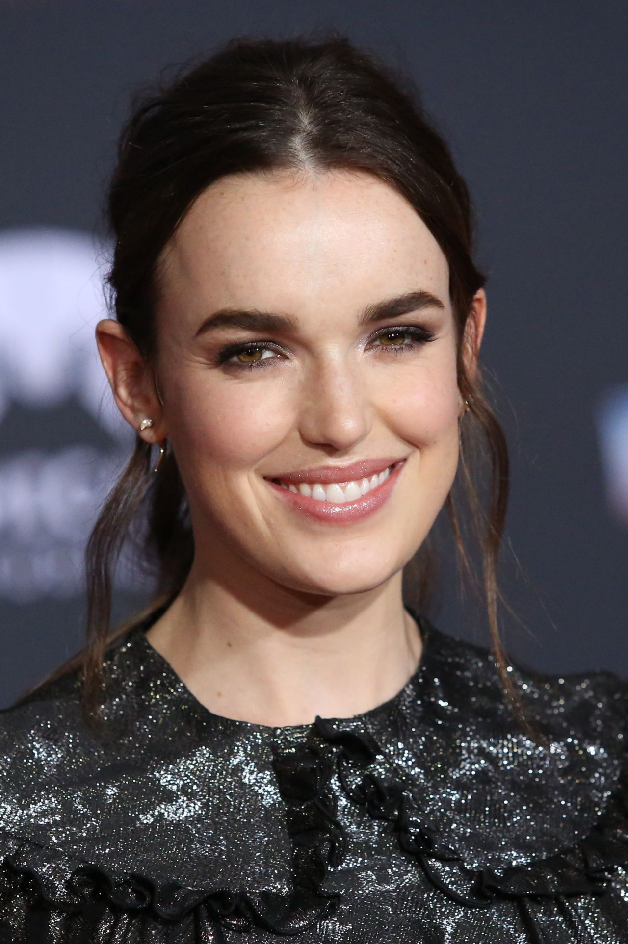 Elizabeth Henstridge Nude Photos 30