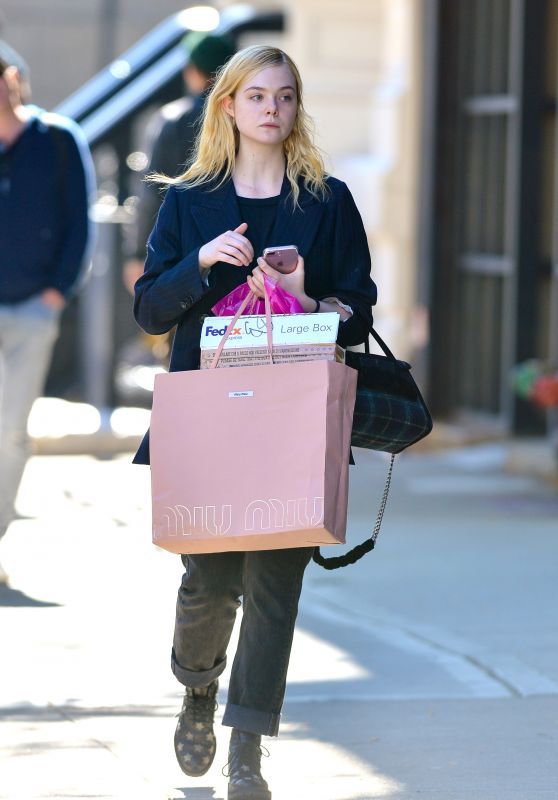 Elle Fanning - Shopping in NYC 10/17/2017