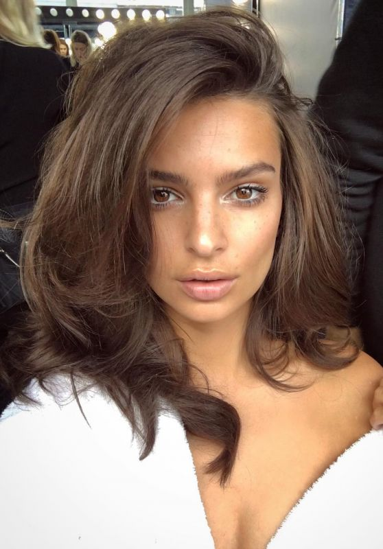 Emily Ratajkowski Pics and Video - Social Media 10/25/2017
