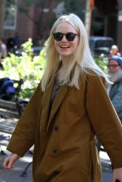 """Emma Stone - Shooting Scenes on the Set of """"Maniac"""" in NYC 10/20/2017"""