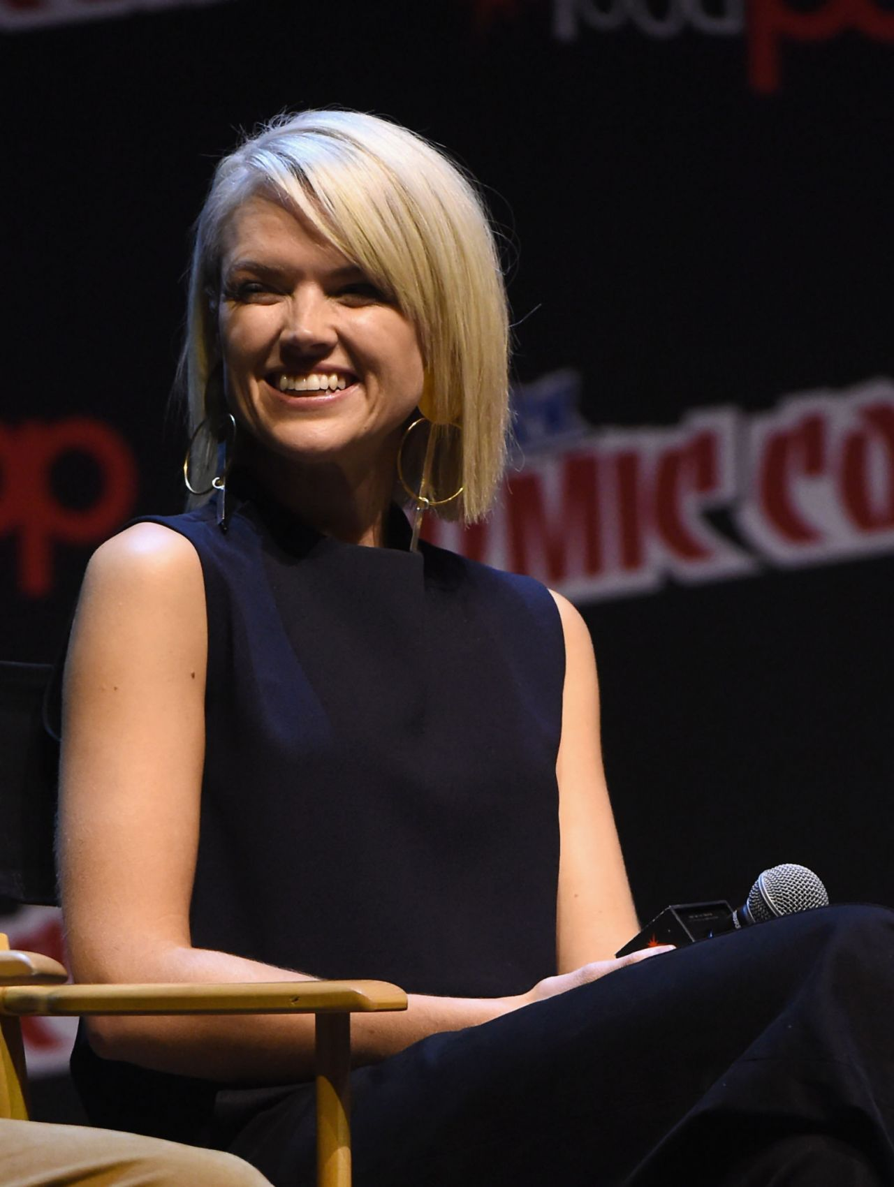 Erin richards gotham panel at new york comic con naked (15 photos), Sideboobs Celebrity photo
