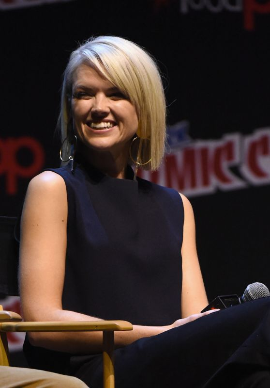 "Erin Richards - ""Gotham"" Panel at New York Comic Con 10/08/2017"