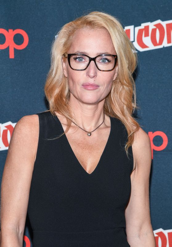 "Gillian Anderson - ""The X-Files"" Presentation & Panel at New York Comic-Con 10/08/2017"